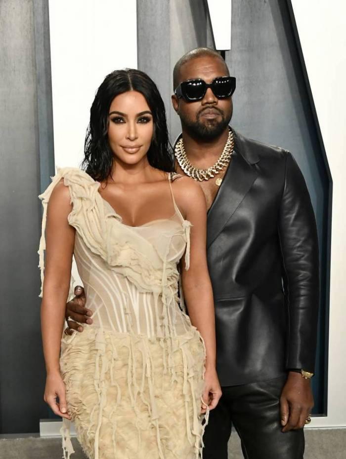 Kanye West ao lado da mulher, Kim Kardashian