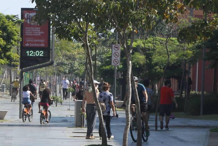 Circulação em parques e áreas ao ar livre segue liberada, desde que não haja aglomerações