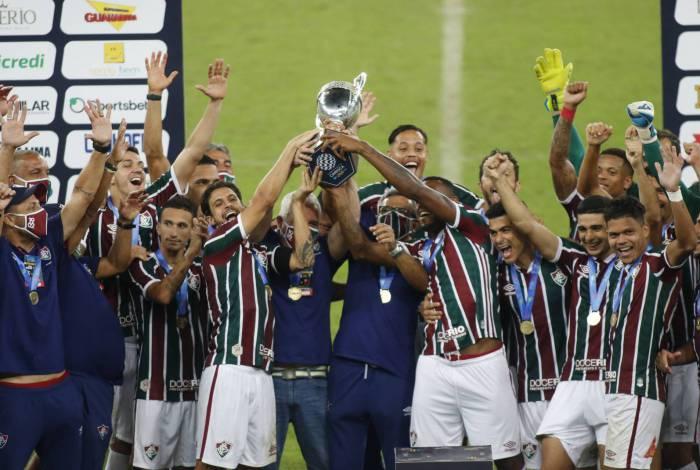 Jogadores do Fluminense festejam a conquista da Taça Rio
