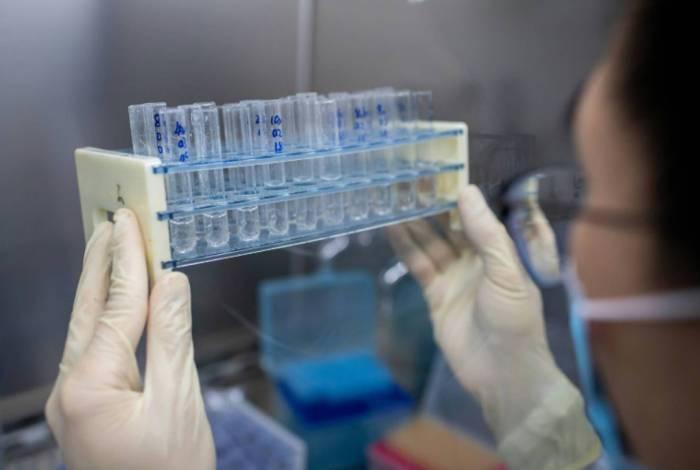 Taxa de transmissão da covid-19 no Brasil cai para 1,01, diz estudo