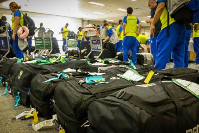 Atletas do Brasil embarcam para Portugal