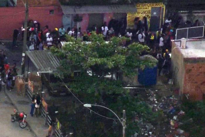 Imagens mostram baile funk na Cidade de Deus