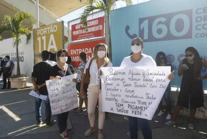 Protesto de funcionários no Hospital de Campanha no Maracanã