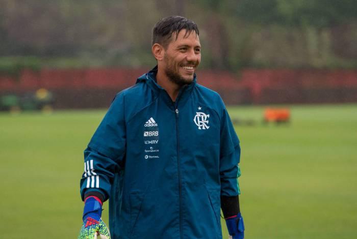 Há quase dois meses afastado, Diego Alves deve voltar contra o Furacão