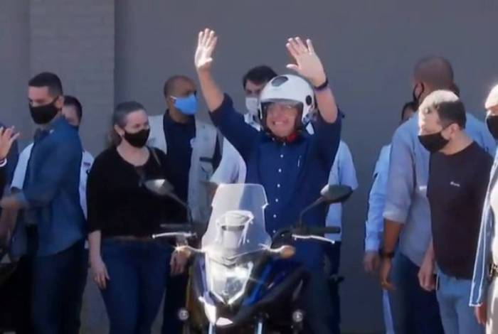 Bolsonaro saiu de moto do Palácio da Alvorada