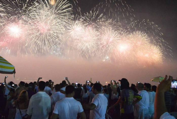 Queima de fogos no Réveillon na Praia de Copacabana