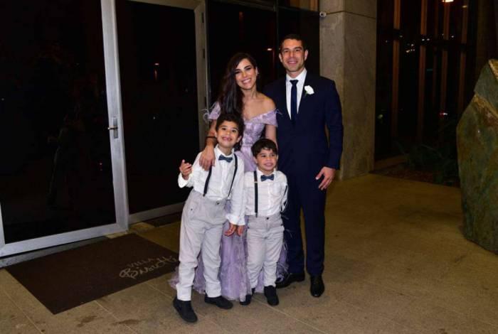 Wanessa Camargo com o marido, Marcus Buaiz, e os filhos do casal