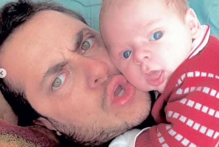 Thammy Miranda posta fotos com filho