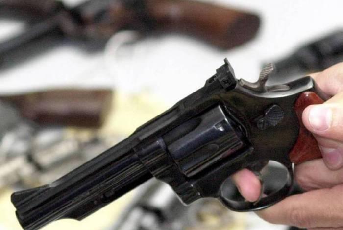 Governo autoriza suspensão do registro de arma na pandemia