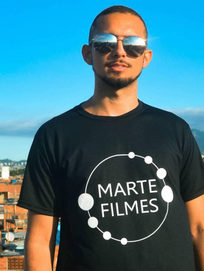 Edilano Cavalcante, formado em comunicação e cinema pela Faculdade Facha, atualmente atua como coordenador da ACC Fala Manguinhos