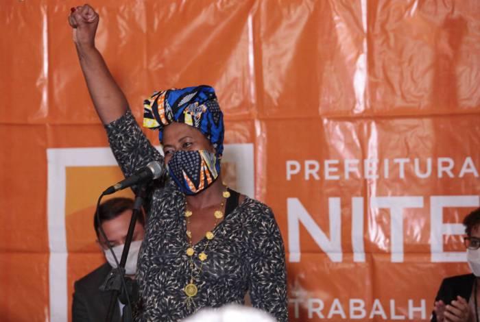 A subsecretária Celecina Rodrigues, artesã e militante, comemora a criação das cotas em Niterói, primeira cidade do estado com Estatuto de Igualdade Racial