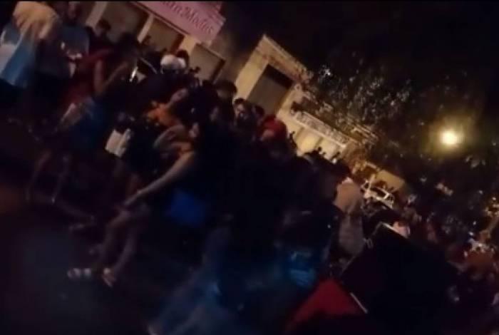 PM acaba com baile funk, na noite de sábado, dia1º, no bairro Siderlândia, em Volta Redonda