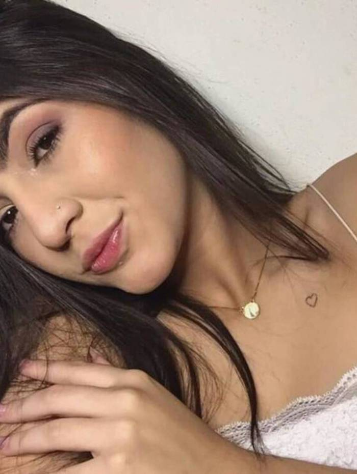 Gabrielle Mendes da Silva, 19 anos, e o rapaz José Felipe de Lima Verneck foram atingidos. Ambos foram socorridos, mas Gabrielle não resistiu à gravidade do ferimento