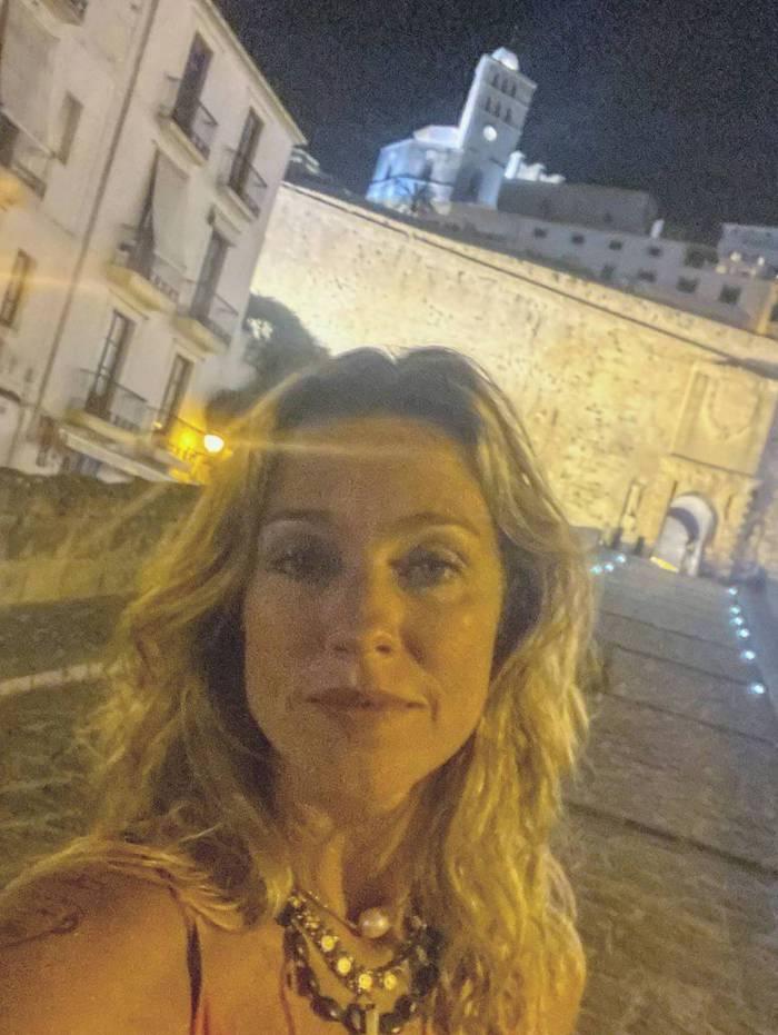 Luana Piovani curte férias em Ibiza