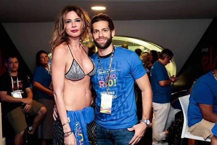 Luciana Gimenez e o novo namorado Dado Buffara no desfile das campeãs