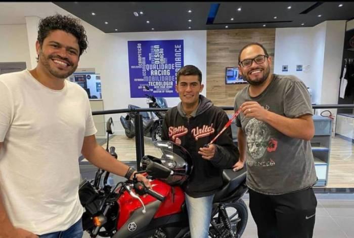 Motoboy Matheus Pires ganhou uma moto