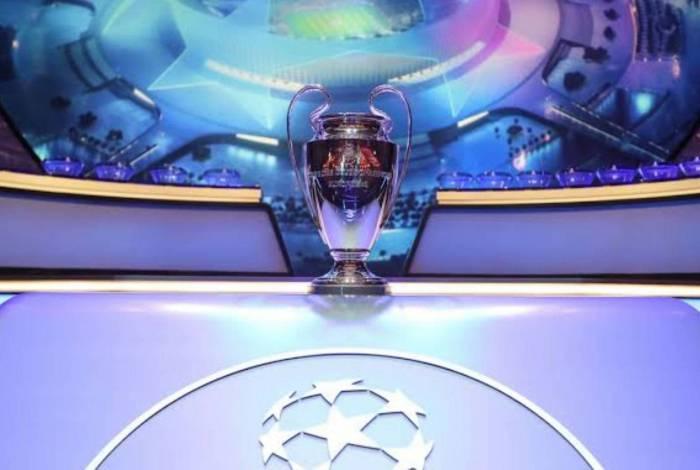 Barcelona e Napoli se enfrentam neste sábado pela UEFA Champions League