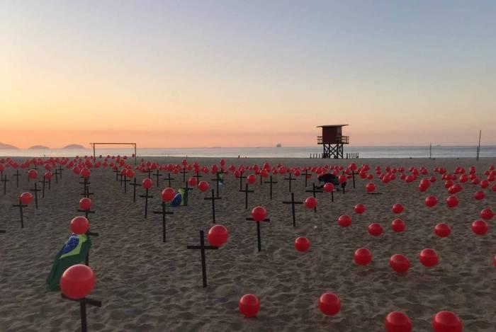 ONG Rio de Paz realiza manifestação em memória aos quase 100 mil brasileiros mortos na pandemia do novo coronavírus