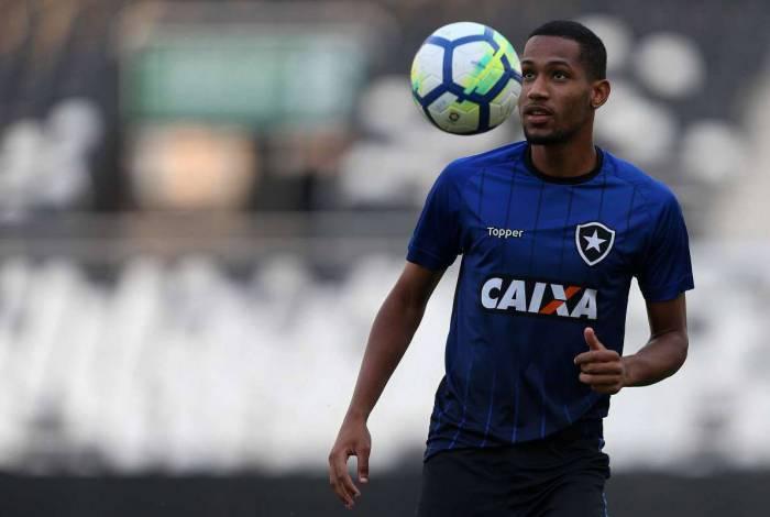 Revelado na base do Botafogo, Helerson interessava ao Estoril, de Portugal