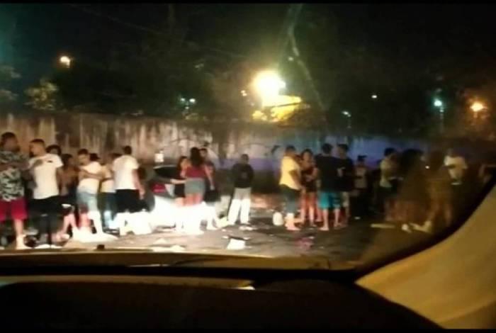 Evento de pagode gera aglomeração em bar na Zona Norte