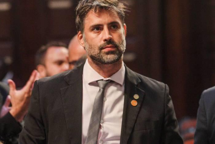 Projeto de emenda constitucional (PEC) que permite a instalação de indústrias de armas de fogo nos municípios fluminenses é do deputado Alexandre Freitas (Novo)