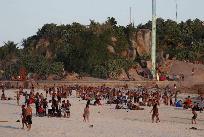 Rio de Janeiro - RJ - 11/08/2020 - Banhistas nas praias do Leme e Arpoador  - Foto Gilvan de Souza / Agencia O Dia