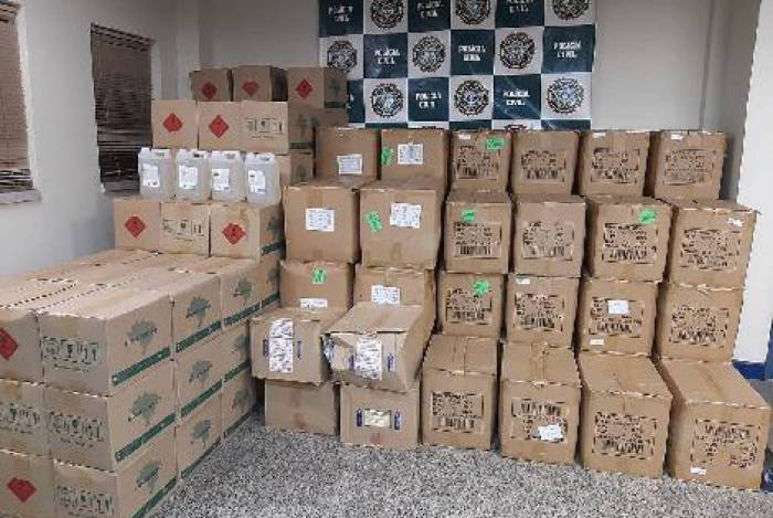 Polícia Civil estoura depósito clandestino de álcool e máscara de proteção