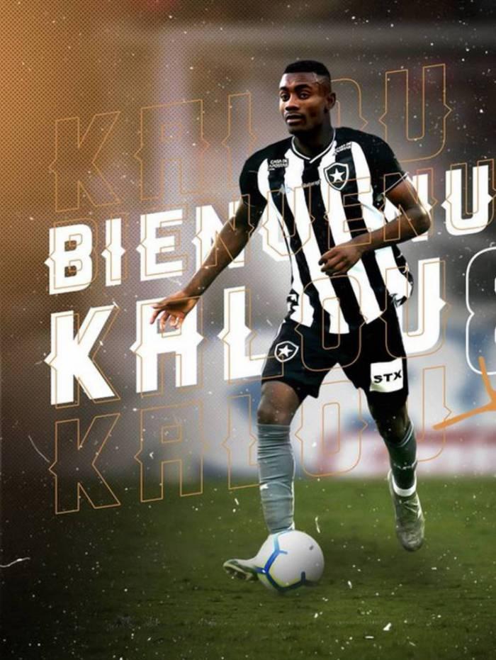 O atacante marfinense Salomon Kalou assinou contrato com o Botafogo até  o fim de 2021