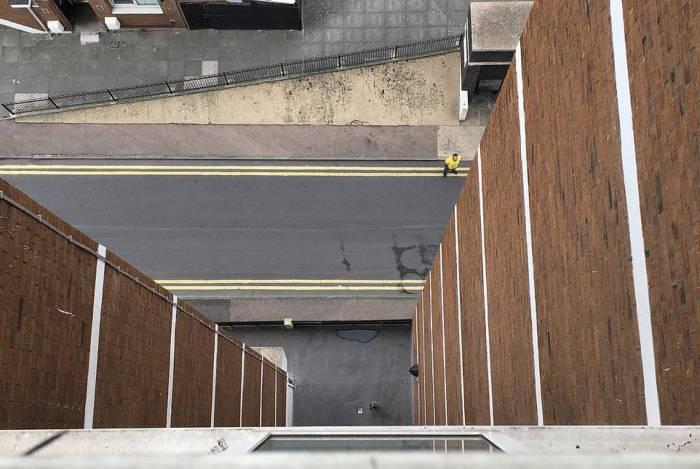 Visão da janela do nono andar do prédio, de onde menino de 2 anos caiu