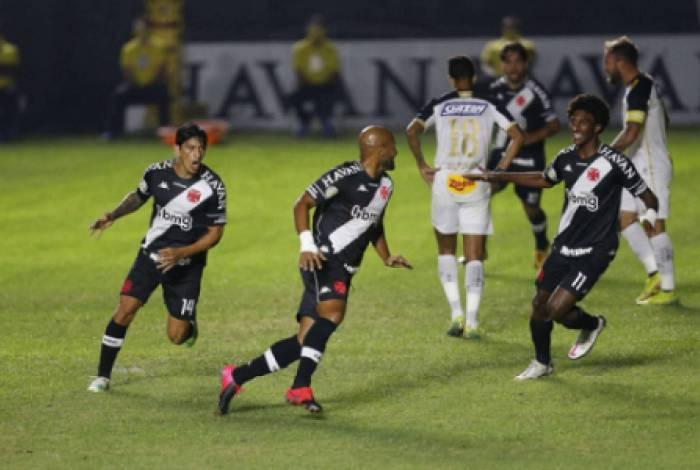 Fellipe Bastos foi o responsável pela vitória cruzmaltina sobre o Sport