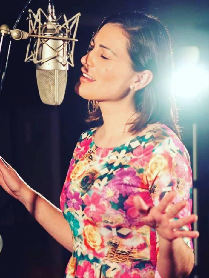 Andressa Urach lança clipe da música 'Noite Virou Dia'