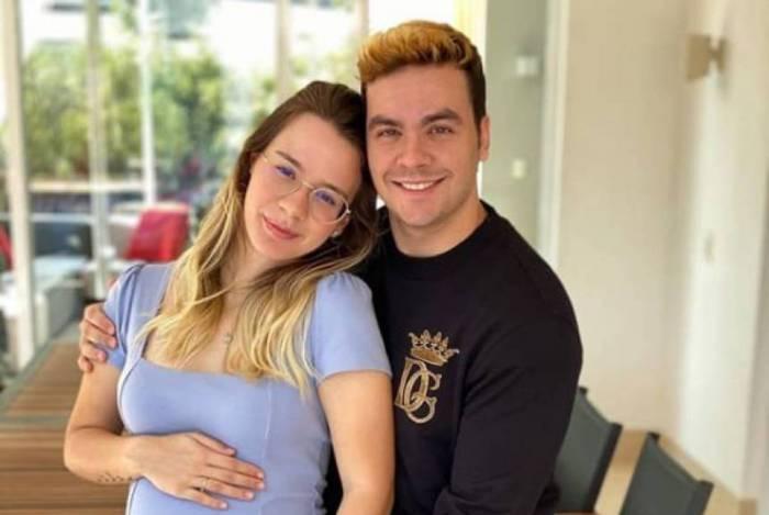 Jéssica, namorada de Luccas Neto, exibe o barrigão de quase 7 meses de gestação