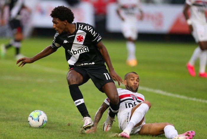 Vasco (2) vence o São Paulo (1) em Sao Januário. Talles Magno e Daniel Alves. Foto: Daniel Castelo Branco