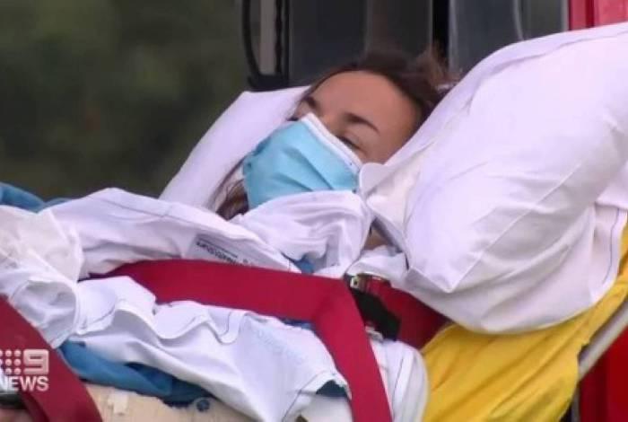 Chantelle Doyle, 35, surfava com o moarido Mark Rapley quando foi atacada por um tubarão na manhã de sábado