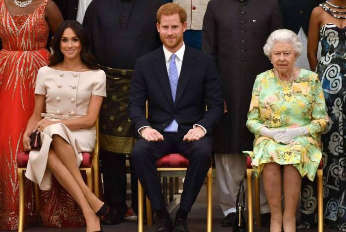 A rainha Elizabeth II está chateada com Meghan e príncipe Harry