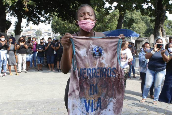 Rio de Janeiro - RJ  - 17/08/2020 - Geral - Sepultamento de Caio Gabriel Vieira da Silva, no cemiterio de Inhauma, zona norte do Rio - Foto Reginaldo Pimenta / Agencia O Dia
