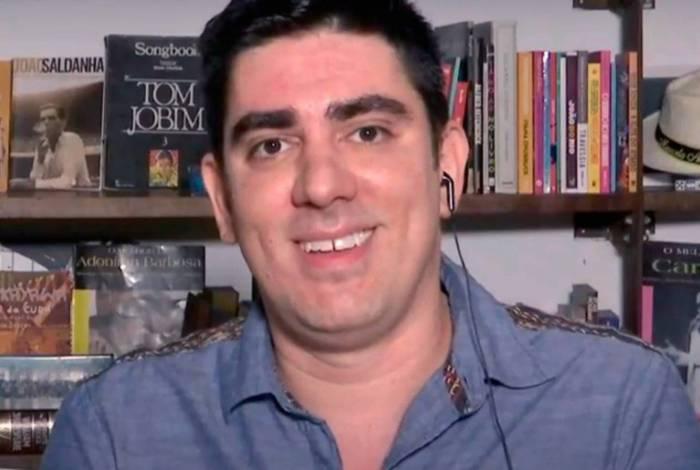 Marcelo Adnet foi o entrevistado do programa 'Roda Viva' desta segunda-feira