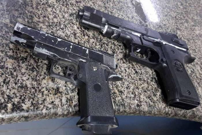 Pistolas falsas encontradas