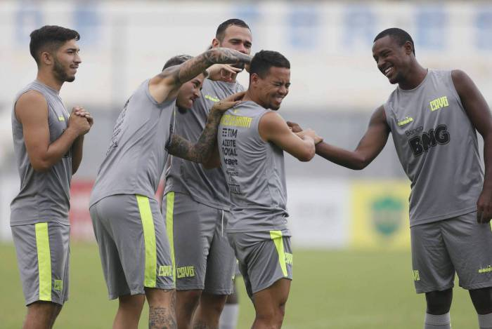 Yago Pikachu se recupera de uma lesão muscular e pode voltar contra o Grêmio