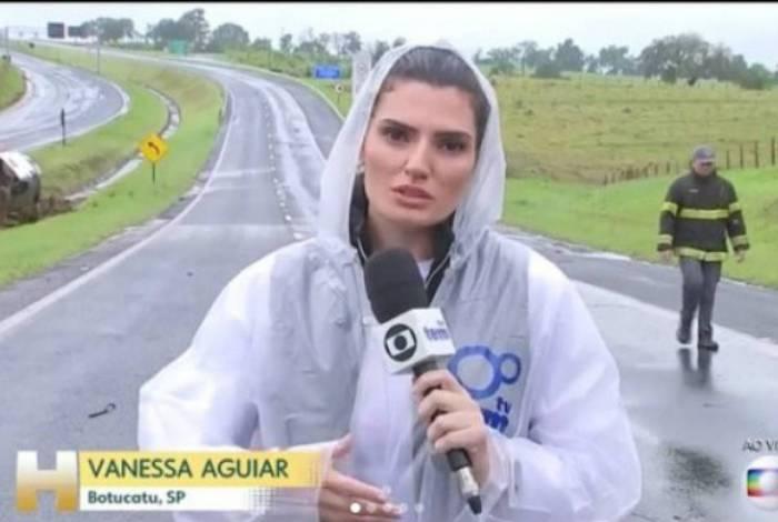 Repórter se assusta com raio ao vivo