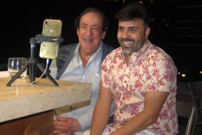 Marcos Oliveira em entrevista ao produtor Rodrigo Oliver