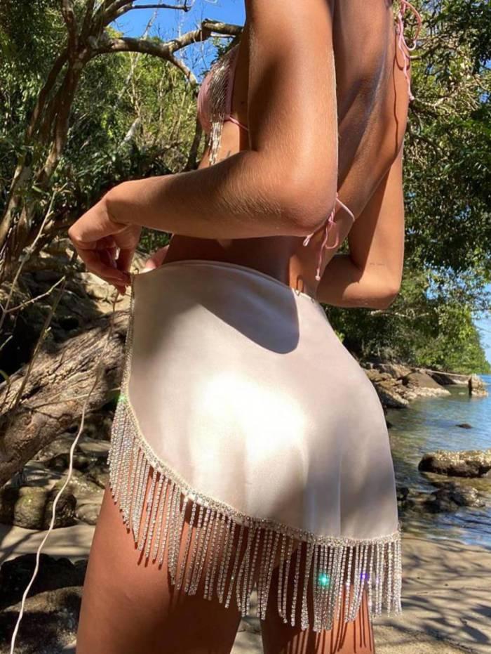 Bruna Marquezine volta a postar fotos de passeio na praia