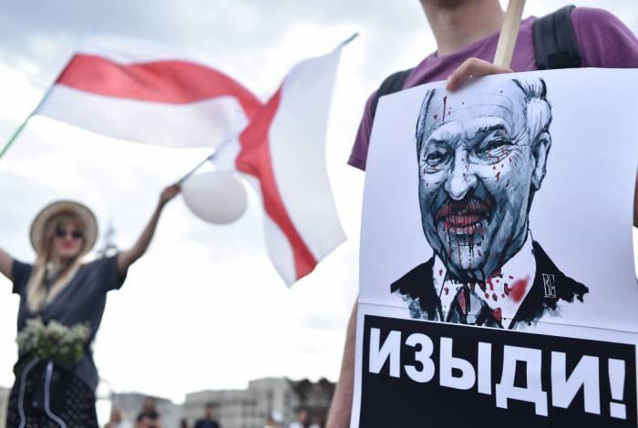 Manifestantes protestam contra Lukashenko em Belarus