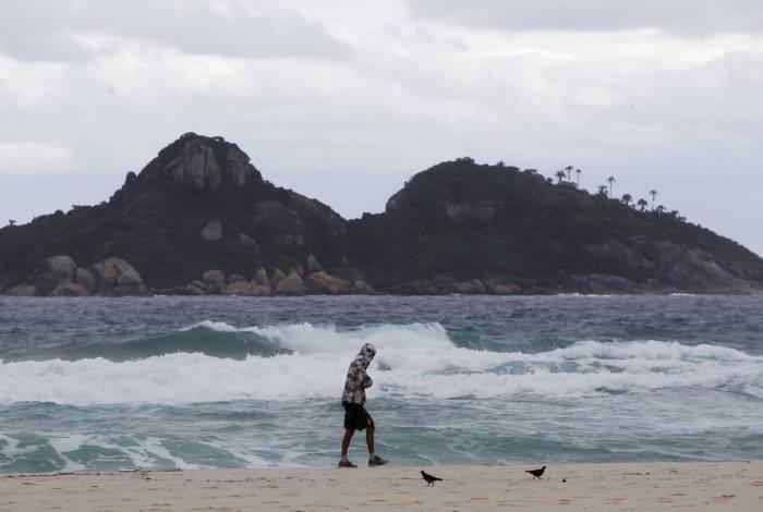 Frente fria chega ao Rio nesta sexta-feira com previsão de chuva moderada a forte