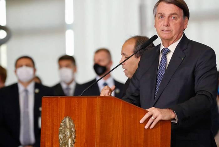 Presidente Jair Bolsonaro veta perdão a dívidas de igrejas