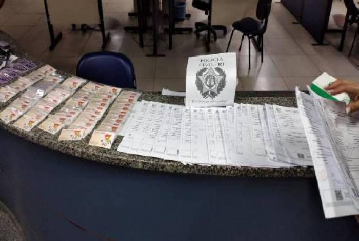 Polícia prende suspeito de fraudar o programa de auxílio emergencial do Governo Federal