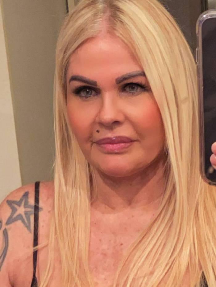 Monique Evans revela que engordou 8 kg durante a quarentena