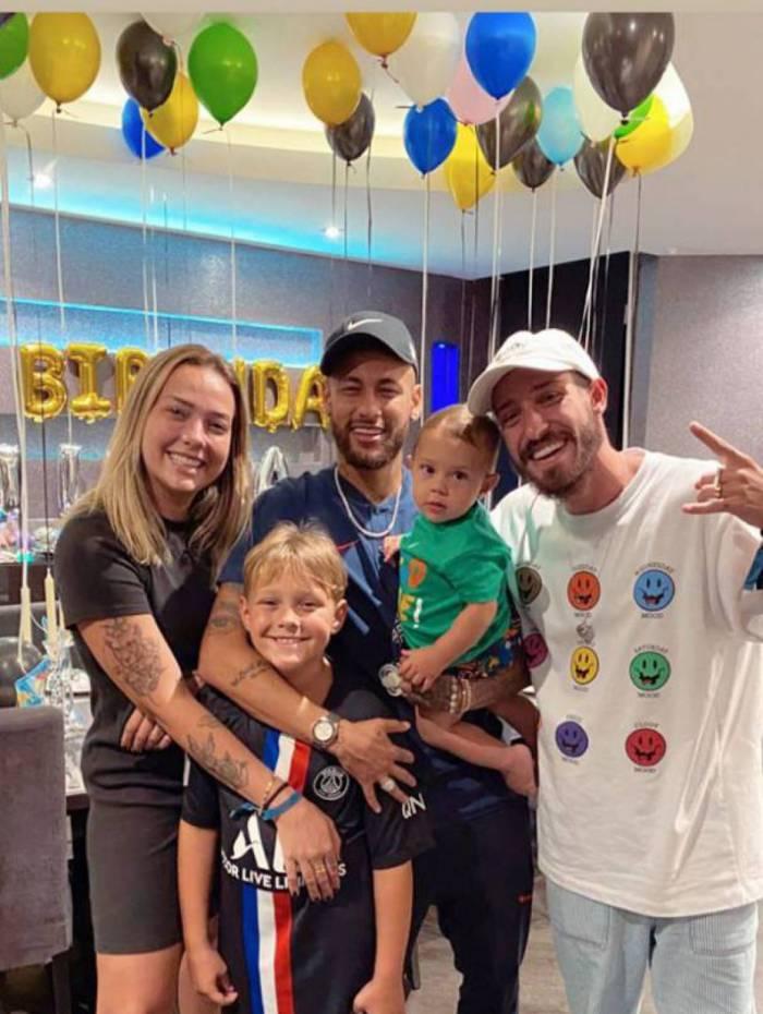 Neymar, Davi Lucca, Carol Dantas, Valentin e Vinicius Martinez