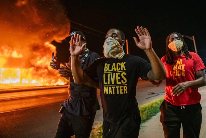 Protestos estouram nos EUA após a morte de Jacob Blake pela polícia americana