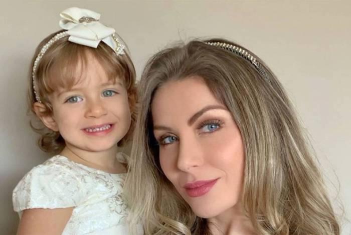 Renata Dávila e filha